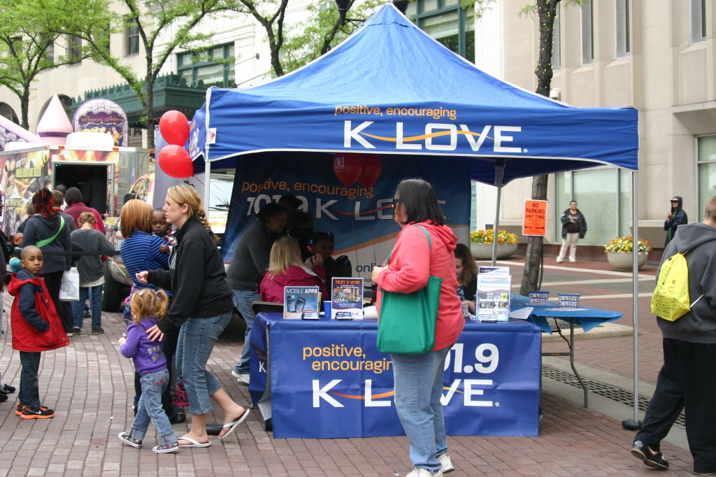 K-LOVE face painting at the Chase 500 Festival Kids' Day